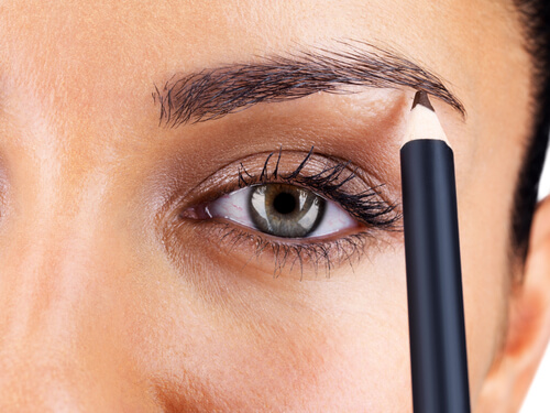 Shaping the eyebrows in pencil